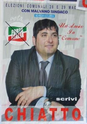 Manifesto elettorale: Foto di un robustissimo giovanotto. Didascalia: scrivi chiatto