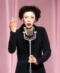 Marion Cotillard nel ruolo di Edith Piaf