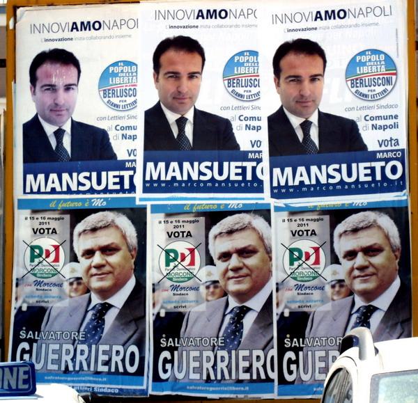 due manifesti allineati, uno del candidato Marco Mansueto (pdl), l'altro del candidato Salvatore Guerriero (PD)